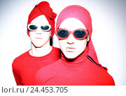 Купить «Couple, young, seriously, sunglasses, headgear, outfit, identically, red, portrait, 20-30 years, friendship, partnership, respect, unity, uniformity, freaks...», фото № 24453705, снято 12 марта 2004 г. (c) mauritius images / Фотобанк Лори