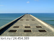 Купить «Portugal, Algarve, Albufeira, sea, pier, Europe, Atlantic, the Atlantic, seaside resort, bridge, jetty, rest, silence, view, water, horizon, width, distance...», фото № 24454389, снято 5 января 2006 г. (c) mauritius images / Фотобанк Лори