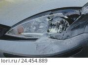 Купить «Traffic accident, car, front damage, headlight, close up, Ford Focus, traffic, accident, car accident, car damaged in an accident, ambulance, passenger...», фото № 24454889, снято 15 декабря 2003 г. (c) mauritius images / Фотобанк Лори