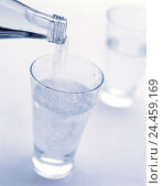 Купить «Mineral waters, Bottle, glass, pour in, detail, Still life, water glass, drinks, water, course, freshly, healthy, bubble, drink low-calorie, alcohol-free...», фото № 24459169, снято 18 мая 2005 г. (c) mauritius images / Фотобанк Лори