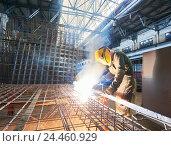 Купить «industrial arc welding work», фото № 24460929, снято 13 сентября 2016 г. (c) Дмитрий Калиновский / Фотобанк Лори