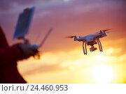 Купить «drone pilotage at sunset», фото № 24460953, снято 6 мая 2016 г. (c) Дмитрий Калиновский / Фотобанк Лори