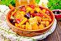Жаркое с овощами и медом в сковороде на темной доске, фото № 24461089, снято 16 октября 2016 г. (c) Резеда Костылева / Фотобанк Лори