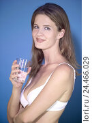 Купить «Woman, young, bra, water glass, portrait, 25 drink camera, water glass, glass, glass, water, mineral water, drink, alcohol-free, thirst, soft drink, refreshment...», фото № 24466029, снято 19 ноября 2004 г. (c) mauritius images / Фотобанк Лори