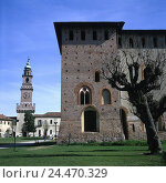 "Купить «Italy, Lombardy, province Pavia, Vigevano, Castello Sforzesco, ""Torre del Bramante"" town, shoemaker's town, building, city hall, city hall tower, castle tower, in 1492, museum, place of interest», фото № 24470329, снято 19 ноября 2002 г. (c) mauritius images / Фотобанк Лори"