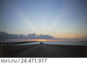 "The USA, Florida, Overseas highway, ""US-1"", 7-mile bridge, sundown the United States America, highway One, street, bridge, 7 mile bridge, Seven Miles Bridge..., фото № 24471917, снято 16 декабря 2002 г. (c) mauritius images / Фотобанк Лори"