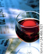 Купить «Newspapers, red wine glass, detail, newspapers, information, messages, close, red wine, wineglass, wine, drink, drinking, alcohol, alcoholic, leisure time...», фото № 24486921, снято 14 октября 2005 г. (c) mauritius images / Фотобанк Лори