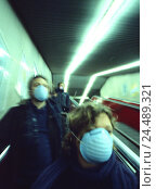 Купить «Escalator, people, respirators, blur, means transportation publicly, escalator, pedestrian, passer-by, mask, respiration protection, hygiene, protection...», фото № 24489321, снято 5 декабря 2005 г. (c) mauritius images / Фотобанк Лори