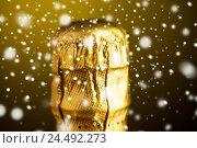 Купить «close up of champagne bottle cork wrapped in foil», фото № 24492273, снято 18 ноября 2015 г. (c) Syda Productions / Фотобанк Лори