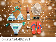 Купить «close up of smartphone and beach stuff», фото № 24492981, снято 8 февраля 2016 г. (c) Syda Productions / Фотобанк Лори