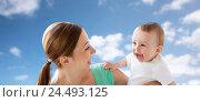 Купить «happy young mother with little baby over blue sky», фото № 24493125, снято 12 июля 2016 г. (c) Syda Productions / Фотобанк Лори