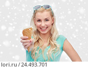 Купить «happy young woman in sunglasses eating ice cream», фото № 24493701, снято 13 февраля 2016 г. (c) Syda Productions / Фотобанк Лори