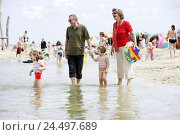 Купить «Grandparents, grandchildren, girls, beach walk, sea, Germany, the North Sea, Burhave, Butjadingen, holidays, leisure time, vacation, beach, Sand, sandy...», фото № 24497689, снято 18 марта 2008 г. (c) mauritius images / Фотобанк Лори