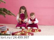 Купить «Children, Christmas sphere, play,», фото № 24499997, снято 24 ноября 2009 г. (c) mauritius images / Фотобанк Лори