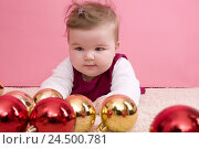 Купить «Infant, Christmas sphere, play,», фото № 24500781, снято 24 ноября 2009 г. (c) mauritius images / Фотобанк Лори