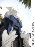 Купить «Argentina, Buenos Aires, Cementerio de la Recoleta, crypt, Jose C. Paz, angel's figures,», фото № 24506609, снято 22 июля 2009 г. (c) mauritius images / Фотобанк Лори