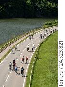 "Купить «Germany, Saar valley, street, cyclist, from above, Europe, operation, autofree Sunday, ""Saar pedal"", locomotion, radian, bicycle, participant, environment...», фото № 24523821, снято 11 января 2006 г. (c) mauritius images / Фотобанк Лори"