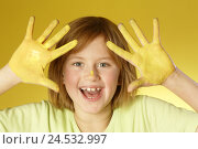 Купить «Girl, hands, yellow, paints, portrait,», фото № 24532997, снято 1 апреля 2008 г. (c) mauritius images / Фотобанк Лори