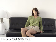 Купить «Sits woman, young, miniskirt, leather sofa,,    20-30 years, brunette, long-haired, nicely, skirt, sweaters, sofa, lamp, however secluded, sits at home...», фото № 24536585, снято 20 августа 2018 г. (c) mauritius images / Фотобанк Лори