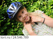 Купить «Girls, squint, bicycle helmet, person, child, helmet, security, care, road safety, helmet, bicycle driving, blouse, portrait, prejoy, sport, riding of a bike, joy life, fun,», фото № 24546789, снято 30 августа 2010 г. (c) mauritius images / Фотобанк Лори