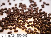 Купить «Coffee beans, detail, coffee, roasted, roast coffee, beans, roast-freshly, brown, studio, blur,», фото № 24550005, снято 2 июня 2008 г. (c) mauritius images / Фотобанк Лори