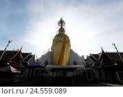 Купить «Buddha, temple, sky, Thailand, tourism, travel, religion, faith, Buddhism, statue, figure, golden, decorated, culture, building, outdoors, backlight,», фото № 24559089, снято 16 августа 2018 г. (c) mauritius images / Фотобанк Лори