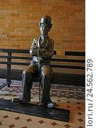 Купить «The USA, California, Los Angeles, city centre, South Broadway 304, Bradbury Building, bank, Charlie Chaplin Figur,», фото № 24562789, снято 15 августа 2010 г. (c) mauritius images / Фотобанк Лори