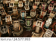 Купить «Belts, passed away, medium close-up, belt-buckle, buckle, range, offer, arrangement, exhibit, booth, presentation, queue leather ball belt, leather ball, Accessoire, silver, unrolled, modern,», фото № 24577993, снято 28 октября 2010 г. (c) mauritius images / Фотобанк Лори