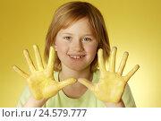 Купить «Girl, hands, yellow, paints, portrait,», фото № 24579777, снято 1 апреля 2008 г. (c) mauritius images / Фотобанк Лори