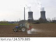 Купить «Germany, Bavaria, Lower Franconia, field Grafenrhein, nuclear power plant,», фото № 24579885, снято 8 апреля 2008 г. (c) mauritius images / Фотобанк Лори