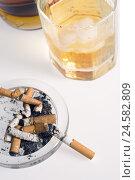 Купить «Ashtray, cigarette, whisky glass, detail,», фото № 24582809, снято 7 апреля 2009 г. (c) mauritius images / Фотобанк Лори