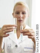 Купить «Doctor, test tubes, hold, liquids, differently, portrait, curled, blur, model release,», фото № 24583889, снято 11 марта 2009 г. (c) mauritius images / Фотобанк Лори