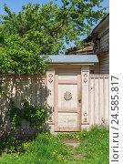 Купить «Вход в дом», фото № 24585817, снято 21 мая 2015 г. (c) Дмитрий Тищенко / Фотобанк Лори