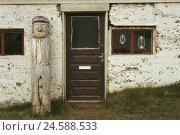 Купить «Iceland, west fjords, close Holmavik, house, Wooden figure, weather-beaten, Europe, Northern Europe, Iceland, island state, volcano island, island, Strandir...», фото № 24588533, снято 27 мая 2018 г. (c) mauritius images / Фотобанк Лори