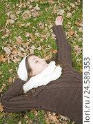 Купить «Woman, lie young, park, meadow, relaxing, autumn, portrait,», фото № 24589353, снято 15 октября 2010 г. (c) mauritius images / Фотобанк Лори