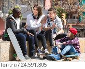 Купить «girl and three boys hanging out outdoors and discussing something», фото № 24591805, снято 7 июля 2020 г. (c) Яков Филимонов / Фотобанк Лори