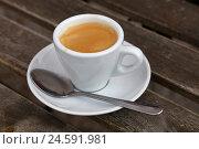 Чашка кофе эспрессо крупным планом на столе. Стоковое фото, фотограф Anton Eine / Фотобанк Лори