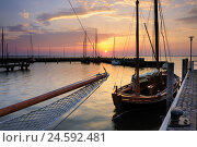 Купить «Germany, Mecklenburg-West Pomerania, Darß, Dierhagen, harbour, daybreak,», фото № 24592481, снято 22 марта 2018 г. (c) mauritius images / Фотобанк Лори