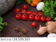Овощи на столе. Стоковое фото, фотограф Галина Голубь / Фотобанк Лори