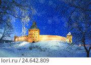 Купить «Великий Новгород, Россия - Кремль в зимнюю снежную ночь. Зимний ночной городской пейзаж», фото № 24642809, снято 28 декабря 2018 г. (c) Зезелина Марина / Фотобанк Лори