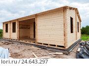 Купить «Строительство нового дачного деревянного дома», фото № 24643297, снято 27 мая 2019 г. (c) FotograFF / Фотобанк Лори