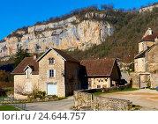 Деревня Baume-les-Messieurs. Франция (2016 год). Стоковое фото, фотограф Alexander Tihonovs / Фотобанк Лори