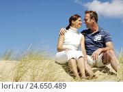 Купить «couple, beach, dune, sitting, joyful, gaze contact,», фото № 24650489, снято 20 июля 2018 г. (c) mauritius images / Фотобанк Лори