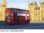 Купить «Red double-decker bus on Westminsterbrücke in front of the parliament building, GB, London,», фото № 24656853, снято 15 июня 2010 г. (c) mauritius images / Фотобанк Лори