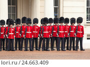 Купить «UK, London, Buckingham Palace, Changing of the Guards,», фото № 24663409, снято 15 августа 2018 г. (c) mauritius images / Фотобанк Лори
