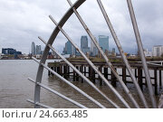 Купить «UK, London, North Greenwich, view Docklands, barrier,», фото № 24663485, снято 19 августа 2018 г. (c) mauritius images / Фотобанк Лори