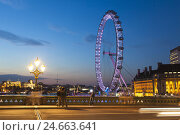 Купить «People on Westminster Bridge, make a picture in front of the illuminateded London Eye, GB, London,», фото № 24663641, снято 22 августа 2018 г. (c) mauritius images / Фотобанк Лори