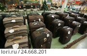 Купить «Suitcases at supermarket», видеоролик № 24668201, снято 14 января 2005 г. (c) Илья Шаматура / Фотобанк Лори