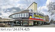 Купить «Mendelson construction show film set on the Lehniner space, Kurfürstendamm, cafe show film set, tag recording,», фото № 24674425, снято 16 июля 2018 г. (c) mauritius images / Фотобанк Лори