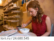 Купить «Italy, Tuscany, Certaldo, handicraft, ceramics painter,», фото № 24680545, снято 16 января 2008 г. (c) mauritius images / Фотобанк Лори